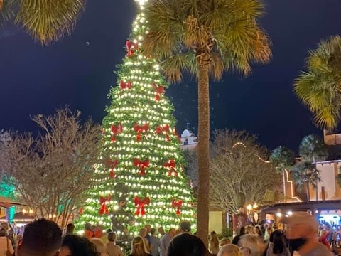 What is the weather like during the holidays in The Villages® Community Florida?